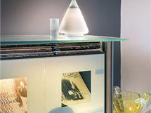 Kov a sklo se v interiéru objevují často, nepůsobí však chladně