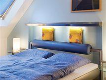 Aby se postel do pokoje vešla, bylo nutné vysekat kus zdi