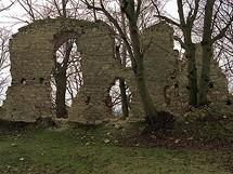 Panské sídlo, tábory lidu i útočiště před válečnými událostmi. K tomu všemu sloužil hrad Pravda, respektive jeho zříceniny
