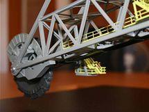 Koleso a začátek kolesového výložníku na modelu rýpadla KK1300
