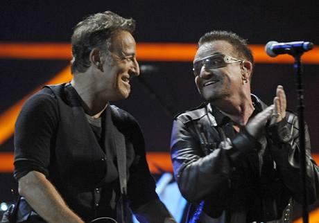 z výročního koncertu k 25 letům Rock´n´rollové síně slávy (Bruce Springsteen, Bono)