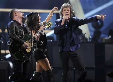 z výročního koncertu k 25 letům Rock´n´rollové síně slávy (Bono, Fergie, Mick Jagger)