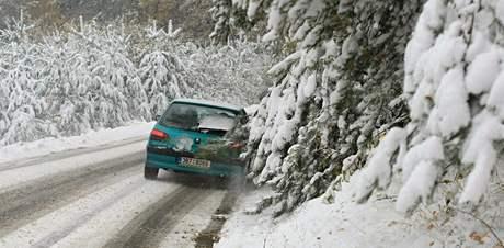 Sníh a spadané větve na Blanensku