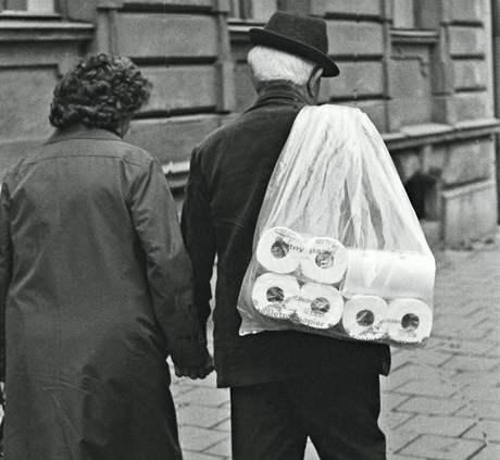 Pacholík fotil opilce, bolševické vývěsky, i hrající si děti. 70. léta v Prostějově