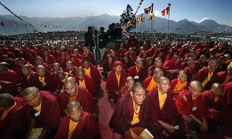 Dalajlama zavítal do indického Tawangu a přišly tisíce poutníků (9. listopadu 2009)