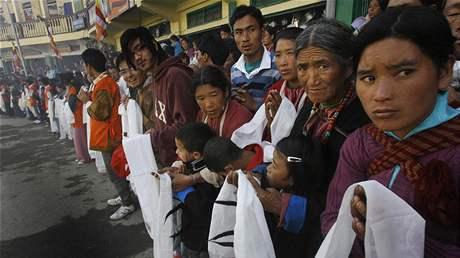 Dalajlama zavítal do indického Tawangu, přívítaly ho tisíce buddhistických poutníků (9. listopadu 2009)
