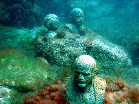 Svítící lenin a lenin pod vodou