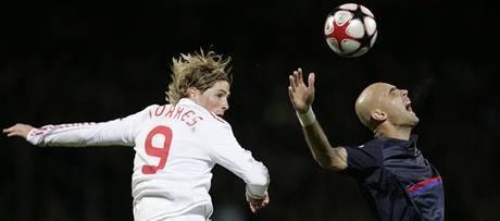 Lyon - Liverpool: Cris (vpravo) a Fernando Torres