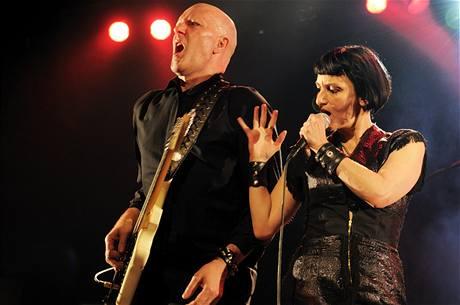 En Esch & Mona Mur na festivalu Alternativa 1009 (8. 11., divadlo Archa)