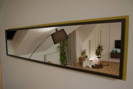 Malé a tmavé prostory se neobejdou bez zrcadla, ani tento není výjimkou