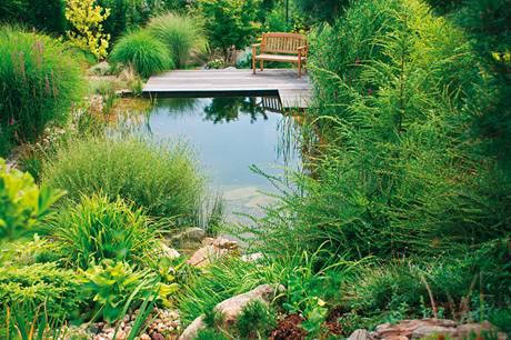 Posezení u vody představuje příjemnou relaxaci