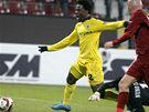 Kluž - Sparta: Bony Wilfried obchází brankáře Clara a střílí vítězný gól