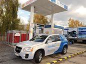 Opel HydroGen4 u první vodíkové pumpy v Česku