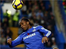 Chelsea - Manchester United: Didier Drogba (nahoře) a Wes Brown