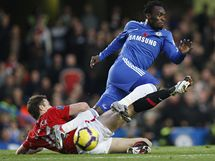 Chelsea - Manchester United: Mikael Essien a Michael Carrick (dole)