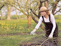 Od jara do podzimu je na zahradě spousta práce.