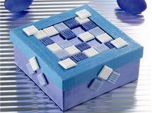 Podobně zvládnou krabičku vyzdobit i děti.