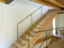 Dřevo se uplatnilo i na schodišti