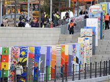 V Berlíně vyrostla nová zeď, domino půjde k zemi v pondělí (7. listopadu 2009)