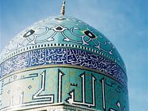 Írán. Prototyp dnešní perské mešity pochází z dob raných Safíjovců (17. stol.). Od té doby se v zásadě nemění, pouze prochází nesčetnými variacemi.