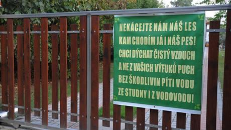 Klánovice a golf - agitace odpůrců hřiště.