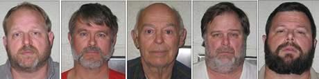 Burrell Edward Mohler Sr. (uprostřed) a jeho čtyři synové (13. 11. 2009)