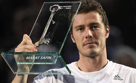 Marat Safin dr�� symbolick� kl�� od pa��sk� haly Bercy, kde t��kr�t vyhr�l turnaj Masters