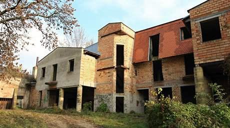 Mikulovský hotel Réva je rozestavěný od roku 1989