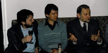 Zleva bratr Miloš a Slávek Popelkovi s budoucím poslancem za ODS Mlčákem v roce 1989.