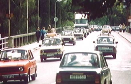 Před existencí dálnice D11 se v Poděbradech tvořily dlouhé kolony.