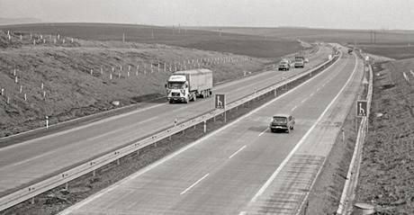 Provoz na dálnici D1 v osmdesátých letech.