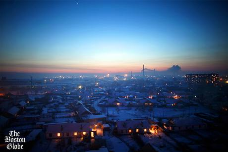 Západ slunce nad kazašským městem Semej. Nedaleko probíhaly jaderné testy