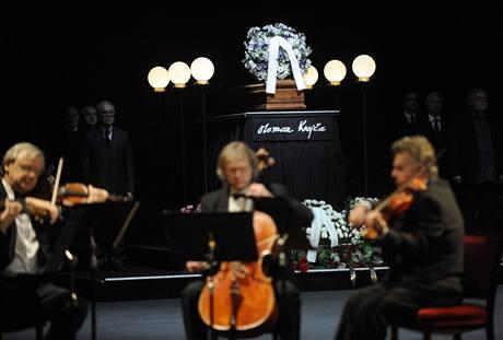 z pohřbu režiséra Otomara Krejči (Národní divadlo, 16. 11. 2009)