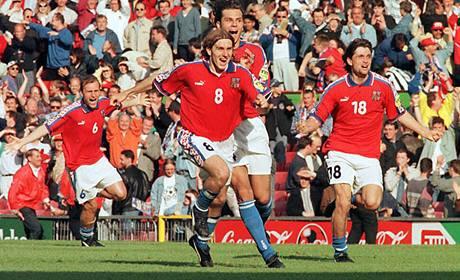 Euro 1996: radost českých fotbalistů z postupu do finále