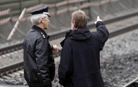 Policisté vyšetřují na místě, kde zemřel Robert Enke