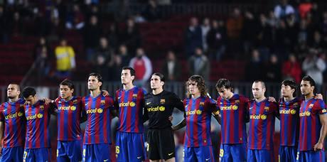 Barcelona: fotbalisté drží minutu ticha za někdejšího spoluhráče Roberta Enkeho