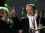 Prezident Václav Havel sebe sama uvedl jako nosiče kytar - toho času písničkářce Joan Baezové.