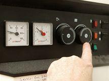 Než koupíte nový termostat, můžete teplotu řídit ručně ovládáním teploty topné vody