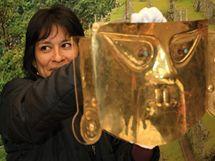 Kurátorka z peruánského muzea Patricia Arana v Brně vybalovala zlatý poklad Inků