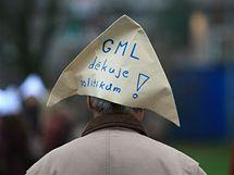Vzpomínkové akce k výročí sametové revoluce na Moravském náměstí v Brně využili i studenti z Gymnázia Matyáše Lercha k protestu proti odvolání ředitele Kovače
