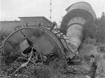 Buková hora - odstřel druhého vysílače 9. září 1966 v 10 hodin, v popředí stojí strážný pan Vrbský