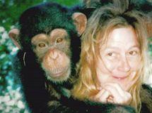 Charla Nashová s šimpanzem, když byl ještě malý