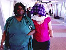 Charla Nashová dosud nosila přes obličej šátek, aby neděsila okolí