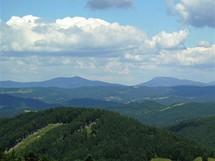 Nejvyšší vrcholy Moravskoslezských Beskyd z hřebene Javorníků