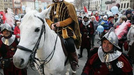 Jako sv. Matrin, přijel na bílém koni na Velké náměstí náměstek primátora Martin Soukup.