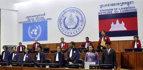 Soud v Kambodži, před nímž stanul někdejší velitel hlavní věznice Rudých Khmerů Kan Kek Ieu (zvaný Duch) (27. listopadu 2009)