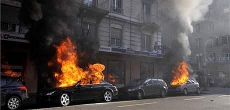 Demonstrace v Ženevě proti ministerské konferenci Světové obchodní organizace (WTO), která ve švýcarském městě začíná v pondělí.