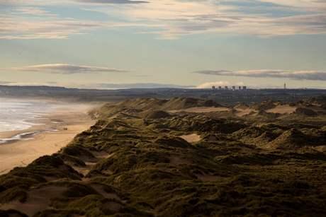 Pozemky na skotském pobřeží, kde Donald Trump začal stavět golfové hřiště.