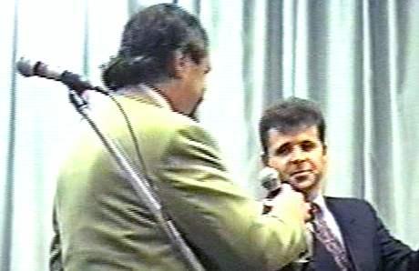 Petr Novotn� a Franti�ek Mr�zek na z�bavn� akci v �esk�m Brod� (21. ledna 1995)
