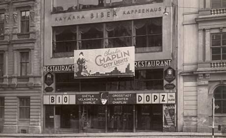 Bio DOPZ. Kino Družstva obchodních a průmyslových zaměstnanců na Moravském náměstí začalo promítat 28. prosince 1929. A čtyřikrát měnilo název, přes Moskvu k současné Scale.